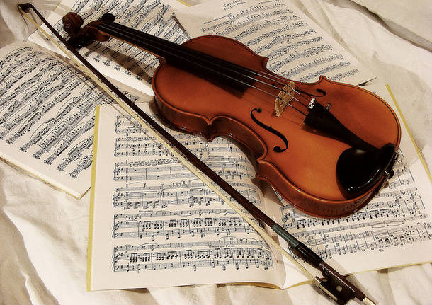 Image of violin and sheet music