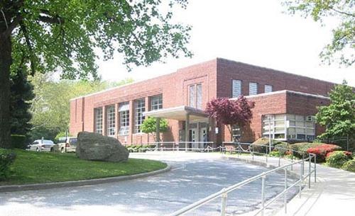 Saddle Rock School